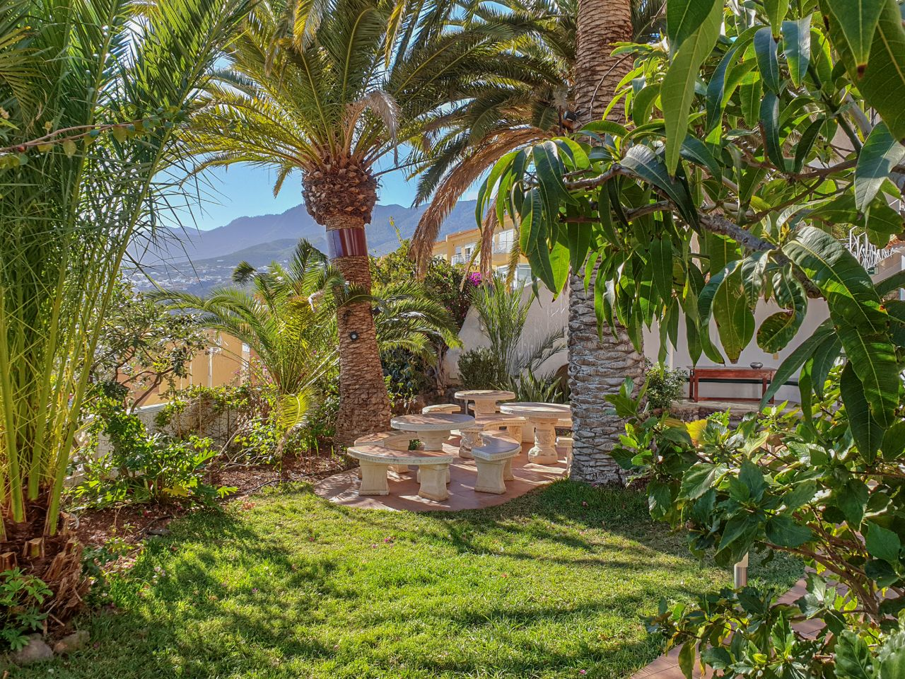Castillo Moro Garden